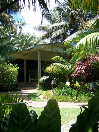 Blue Lagoon Lodge : Well maintained lawns and gardens