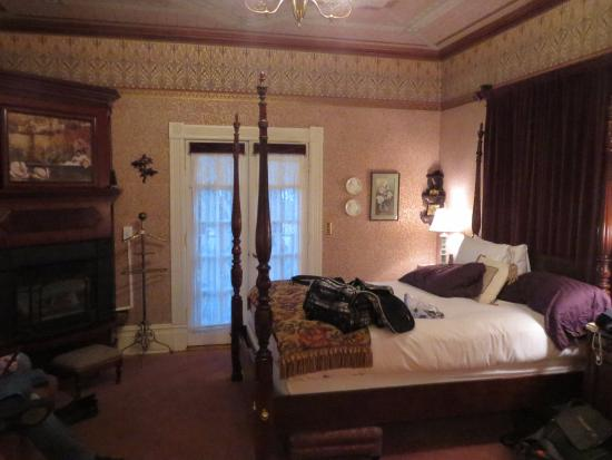 Calderwood Inn : Interior view of Wilson Room