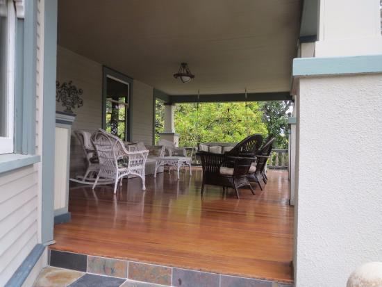 Calderwood Inn: Front veranda