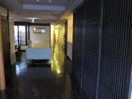 Capsule Ryokan Kyoto : Lounge area/Luggage storage