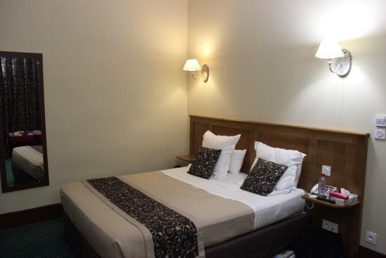 HOTEL HELIOT: Room 201