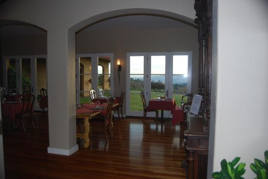 Black Walnut Inn & Vineyard: Breakfast room. The view is amazing!