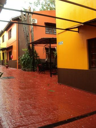 Terra Iguazu Apart Hotel : patio