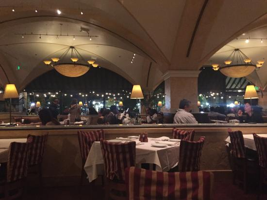 BRIO Tuscan Grille: View of Restaurant & Ceilings
