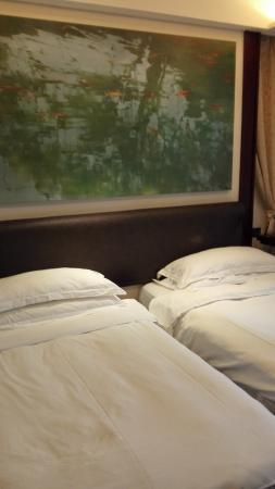 Gallery Suites: bedroom area