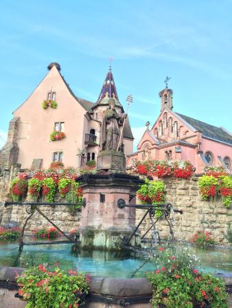 Le Hameau D'Eguisheim : In the main square of Eguisheim