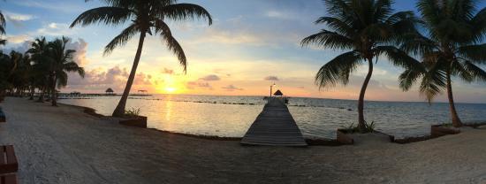 Pelican Reef Villas Resort: Sunrise view from master bedroom of Villa 1