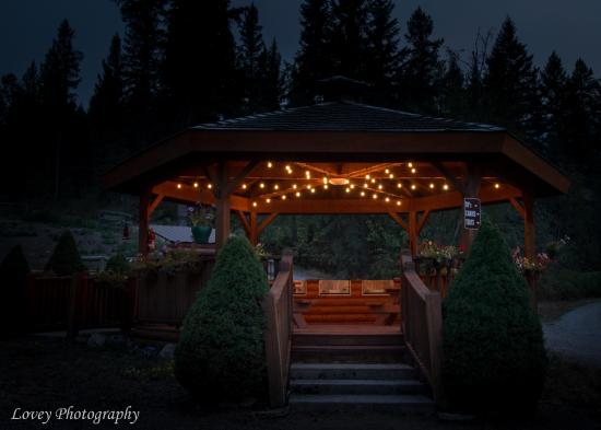 Hungry Horse, MT: The wonderful gazebo at night
