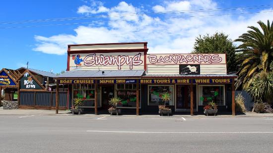 Spring Creek, New Zealand: The hostel from the main road