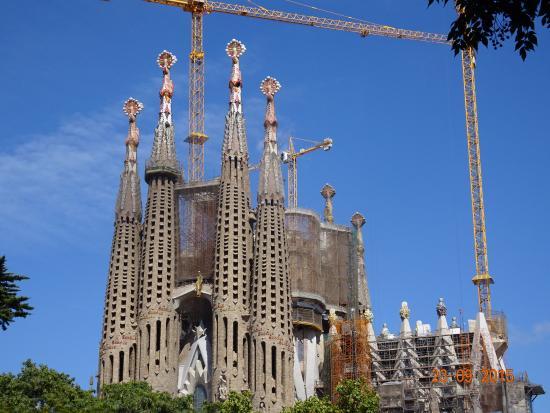 Exterior of Basilica Sagrada Familiar, Barcelona - Picture of Basilica of the...