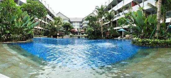 Ramada Encore Bali Seminyak: Ramada Encore's huge pool