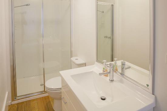 Highbury Apartments: Apartment 2 bathroom