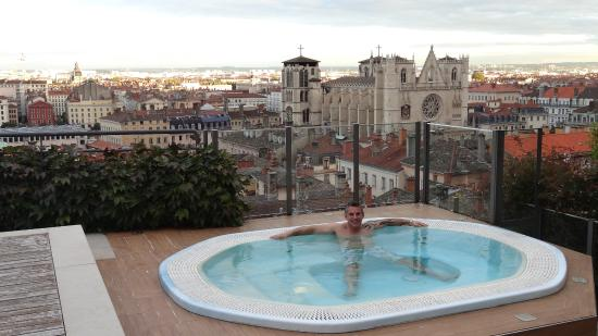 Jacuzzi picture of villa florentine lyon tripadvisor for Pool show lyon france