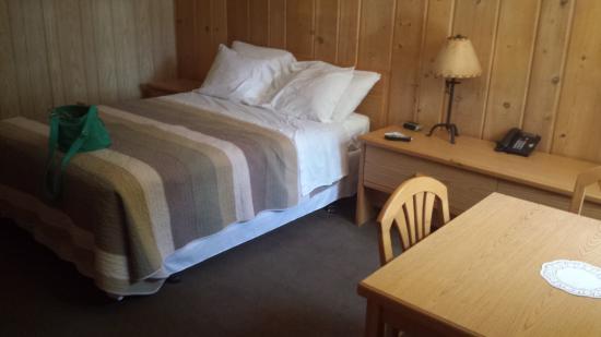Lake Creek Inn: funky but comfy bed