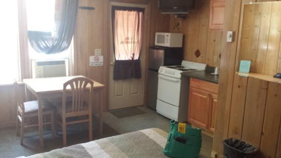 Lake Creek Inn: mini kitchen