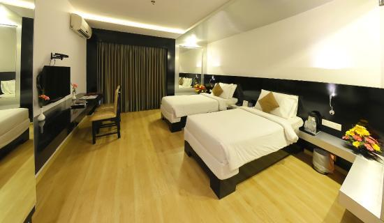Hotel Gokulam Park: Family Room