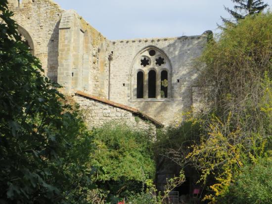 Saint-Martin-le-Vieil, Francja: l'abbaye tout à côté