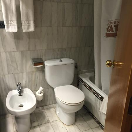 Catalonia Hispalis Hotel: ванная в отеле