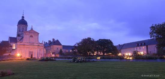 Juaye-Mondaye, França: Abbaye de Mondaye 2015