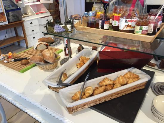 Inter Hotel Le Grillon d'Or: petit dejeuner de champion