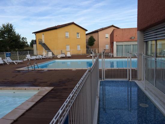 Le Domaine du Green : vue sur la piscine pour les grands