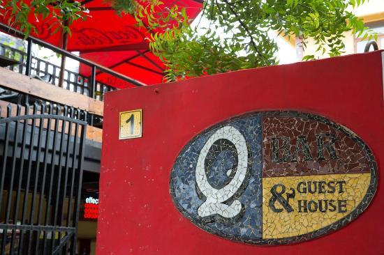 Q-Bar & Guest House: Entrance
