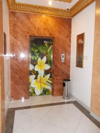 My Home @ Bali: lift
