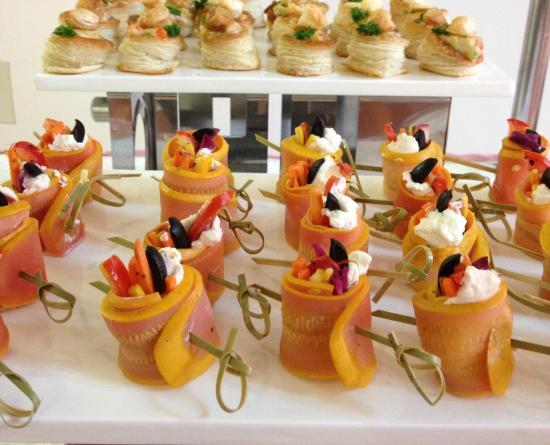 Lokah Restaurant & Cafe : zucchini feta rolls hors d'oeuvre