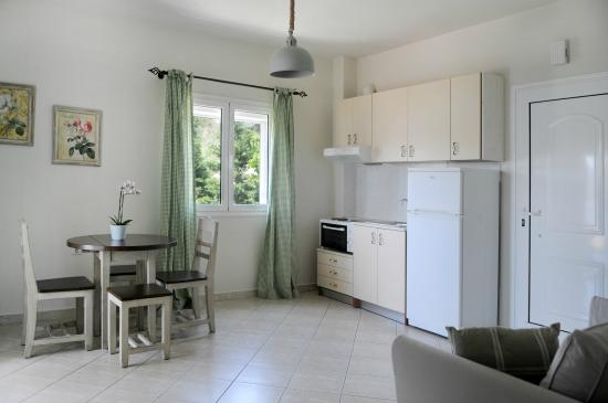 Petries, Yunanistan: Apartment with private balcony first floor
