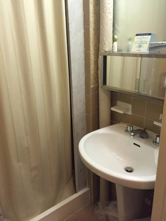 Bathroom picture of wellington hotel new york city for Bathroom york