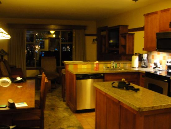 1bd villa kitchen and living room picture of disney s grand rh tripadvisor co nz walt disney world hotels with kitchens disney hotel room with kitchen