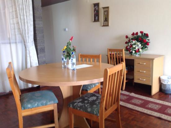 Chester House: Standard room dinning area