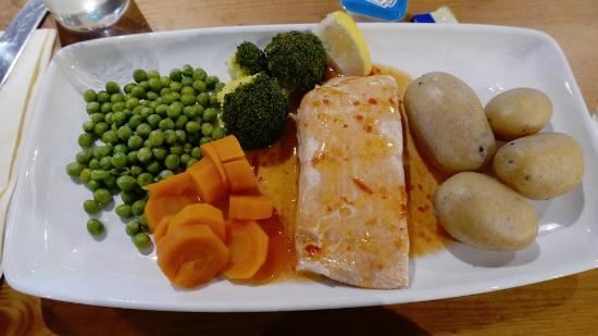 Uffculme, UK: Thai salmon and vegetables