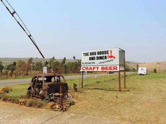 The R563 between Krugersdorp and Hekpoort