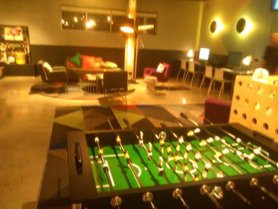 Doveton, Австралия: Atura Hotel; Foosball & Internet for Free  [October 2015]