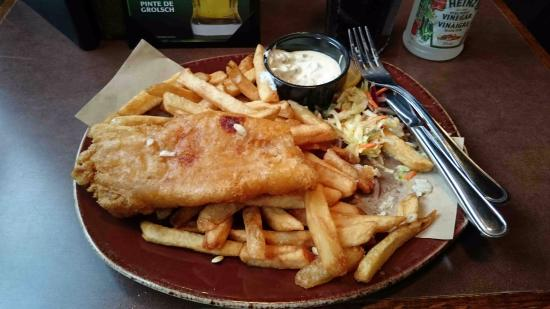 Fish and chips foto de casey 39 s bar grill mont for Fish and grill