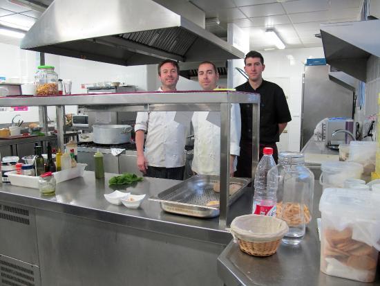 Restaurante Yerbaguena : Cocina y su equipo
