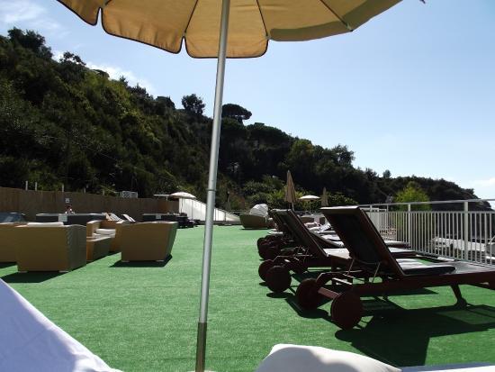 Beach terrace picture of sea club conca azzurra resort for Conca azzurra massa lubrense piscine