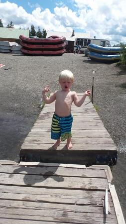 ‪‪Island Park‬, ‪Idaho‬: 3 year old enjoying running on the docks, waiting his turn on the paddle boat‬
