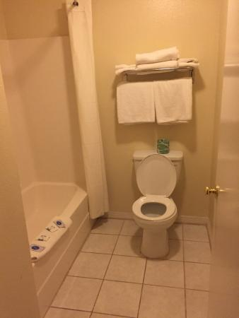 Hempstead, TX: Bathroom