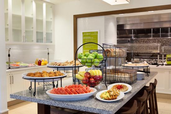 Hilton Garden Inn Boston Logan Airport: Garden Grille Breakfast Buffet