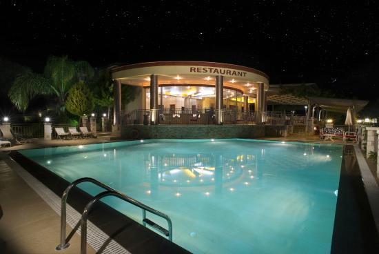 3 Aktes Resort