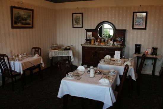 Dromard House Bed & Breakfast: Breakfast room