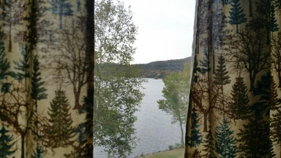 Inlet, Nowy Jork: A view of Fourth Lake from our Room.