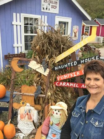 Cashton, WI: Kathy Kuderer welcomes you to the Village Shops at Down A Country Road in Amish Country