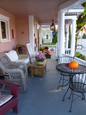 Haven Guest House Bed & Breakfast: Enjoy our front porch