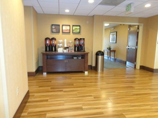 lobby area picture of hampton inn suites chino hills. Black Bedroom Furniture Sets. Home Design Ideas