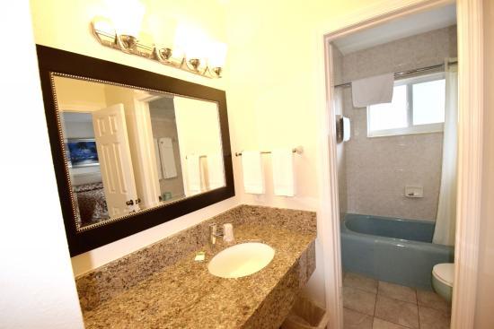 Surfside Resort: Bathroom Vanity