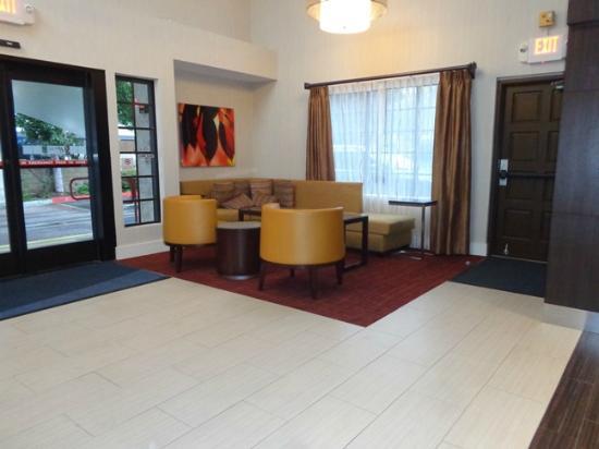 Holiday Inn Express Simi Valley : lobby