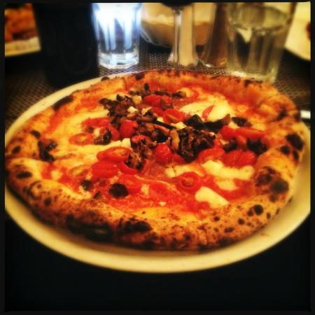 Dolores River Brewery: Yummy hand thrown pizza
